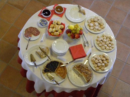 Agriturismo San Salvar: Le buffet du petit-déjeuner