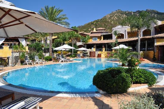 Cruccuris Resort: Vue sur la piscine