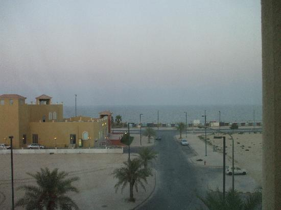Al Jubail, Saoedi-Arabië: View of the Gulf,a Subway across street