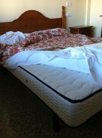 Nuria Sol: Single Mattress is Hard