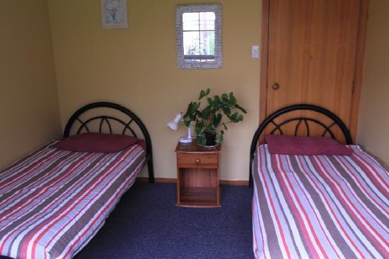 Bazil's Hostel & Surf School: Twin