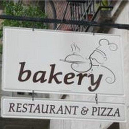 Bakery Restaurant & Pizza : L'insegna (per trovarlo più facilmente!)