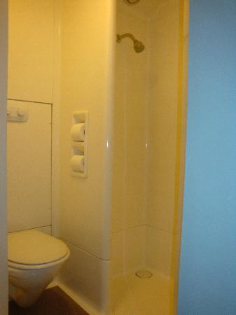 Hotel Formule 1 Tullamarine: Compact Toilet & Shower Stall - Picture ...
