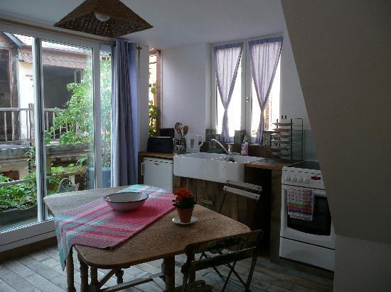 A l'ecole buissonniere: petite cuisine comprise dans la chambre