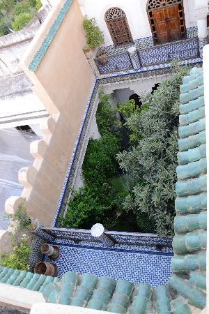 Riad Les Oudayas: le patio depuis la terrasse