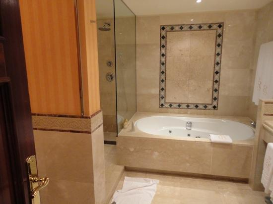Gran Hotel Atlantis Bahia Real: baño suite jazmín