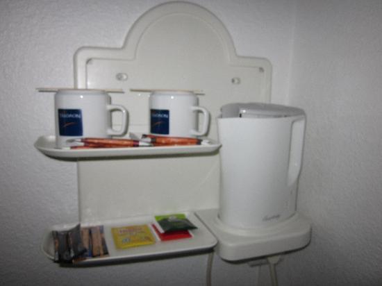 Novotel Brussels Airport: kit pour thé et café