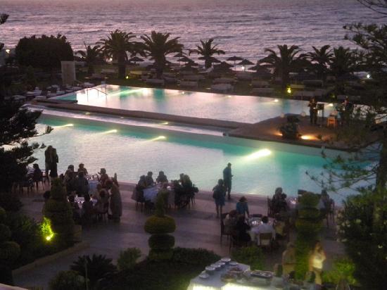 Sentido Ixian Grand: poolside evening