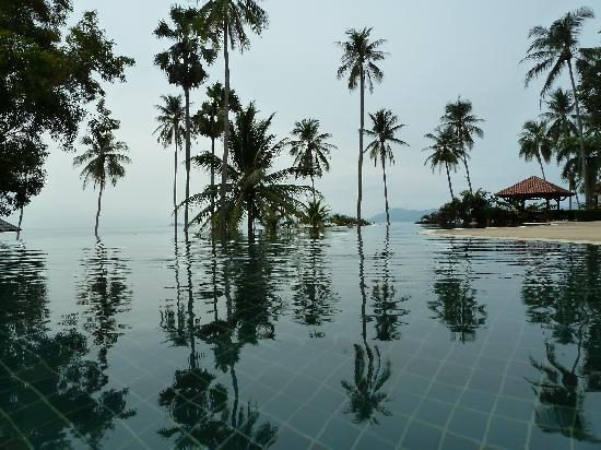 Belmond Napasai : pool view out to the beach - WOW