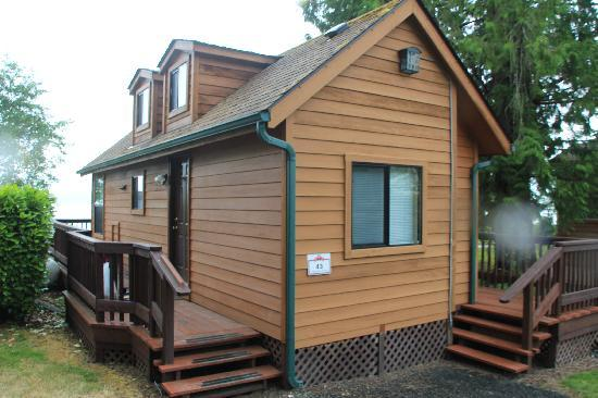 The Waterfront at Potlatch Resort: Outside of Cabin #43:  One bedroom/Bath with loft.