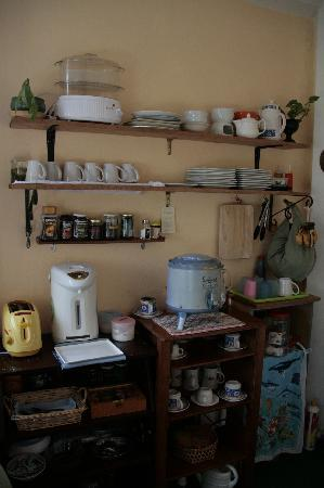Dillenia Guest House: Kitchen corner