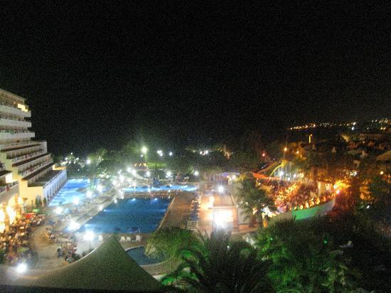 Batihan Beach Resort & Spa: Vue de nuit, chambre ancien bâtiment