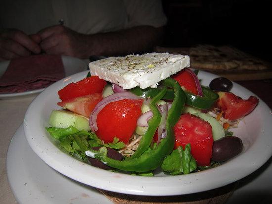 Restaurant Agalma: Grekisk sallad  med vitkål och morötter