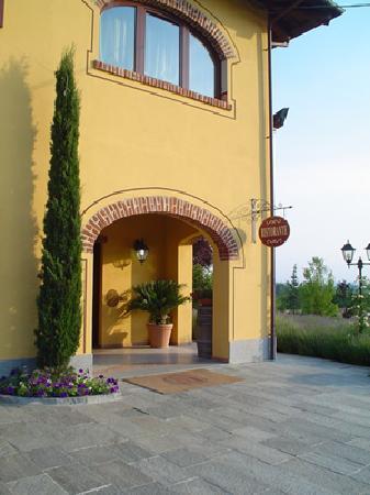 Asti, Italia: Ristorante L'antico Casale - ingresso