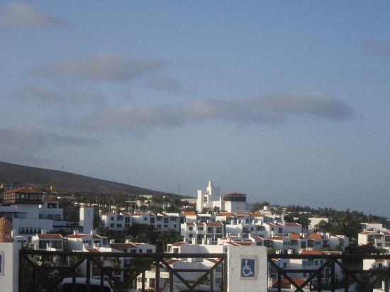 TUI MAGIC LIFE Fuerteventura: Blick auf die Anlage vom Hotelparkplatz aus