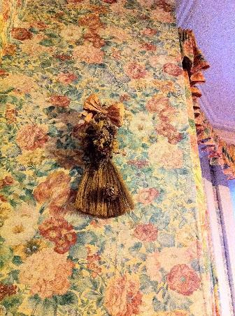 Mayfield Hotel: still not sure what this corn dolly was doing on the wall.
