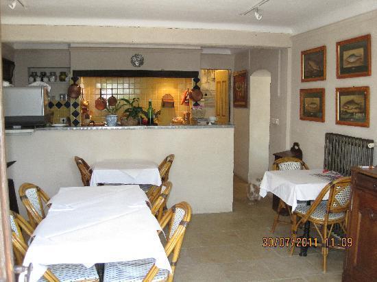 Les Orangers: Inside Breakfast Area