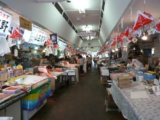 Aomori Gyosai Center Honten: Fish market