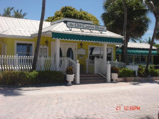 'Tween Waters Island Resort & Spa: Old Captiva House - Great Food!