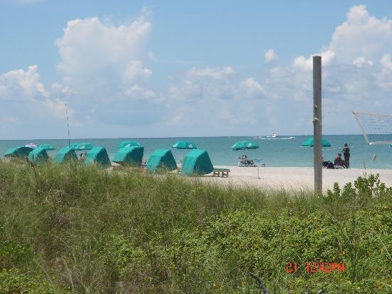 'Tween Waters Island Resort & Spa: Beautiful Beach across the way