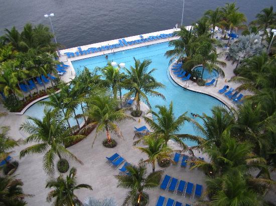 DoubleTree Resort by Hilton Hollywood Beach : Pool from 9th floor double-balcony room