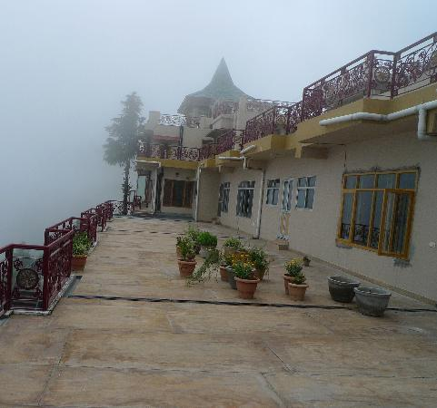 Aapo Aap Home Stay: In the fog