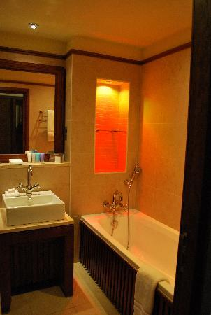 Galgorm Resort U0026 Spa: Soft Lighting, Very Relaxing Bathroom.