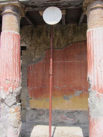 Ercolano, Italien: Home with Medallion
