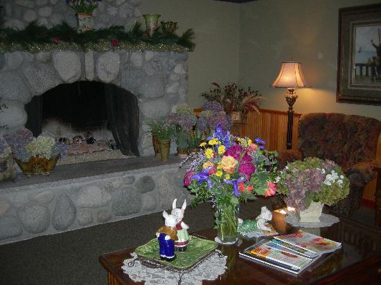 The Wild Iris Inn: lobby