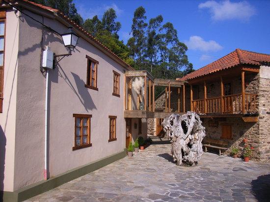 Cariño, Spagna: il cortile del Muino das Canotas