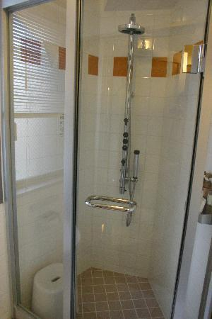 Urbain Hiroshima Executive: Very very nice shower.