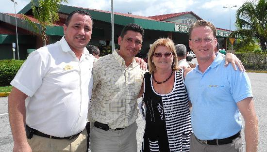 Melia Buenavista: Patric, directeur à l'aéroport pour accueillir ses clients, en compagnie ses adjoints de