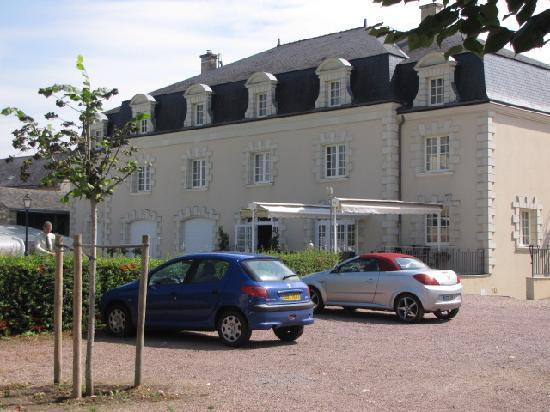 Hotel Le Relais Du Bellay : La partie récente du relais.