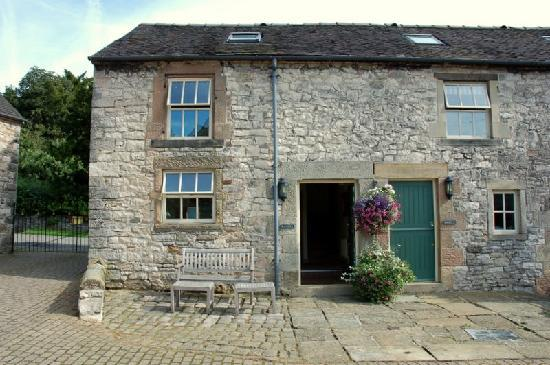 Church Farm Holiday Cottages: Pinster Cottage (on the left)