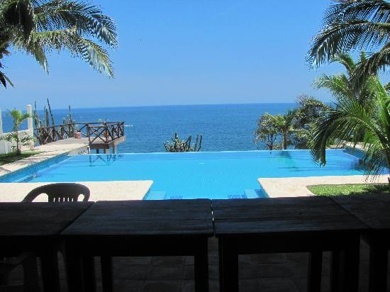 Casa Junto Al Mar: The view from the pool is amazing