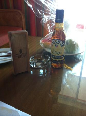 Punta Cana Princess All Suites Resort & Spa: our fruit basket, rum and cigars upon arrival