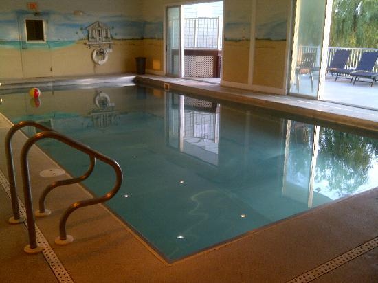 Avenue Inn & Spa: Stainless Steel Indoor pool