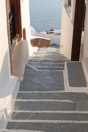 Lithies Traditional Homes: Steps down to Lithies