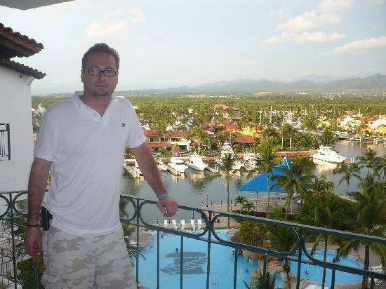 Vamar Vallarta All Inclusive Marina and Beach Resort: balcon con vista a la alberca y a la marina