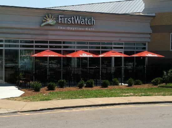 First Watch : Restaurant in shopping center