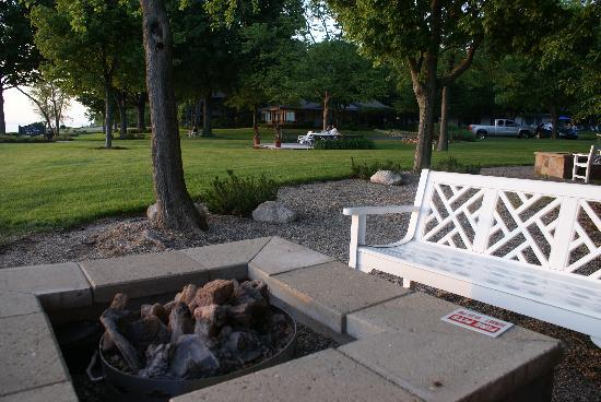 Lake Shore Resort: One of the Fire Pits
