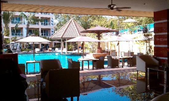 Nova Platinum Hotel Pattaya: lobby & pool