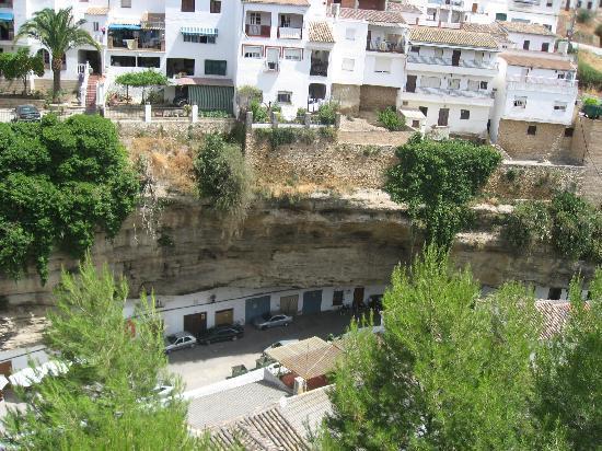 Hotel El Almendral: se me paso tomar fotos del hotel por eso he puesto de setenil estas vistas andando desde el hote