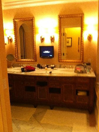Fairmont Grand Del Mar : His and her sinks