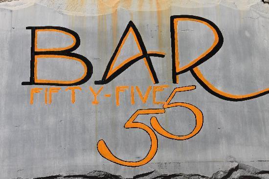 Hotel Firefly: Sacré Bar 55 !!
