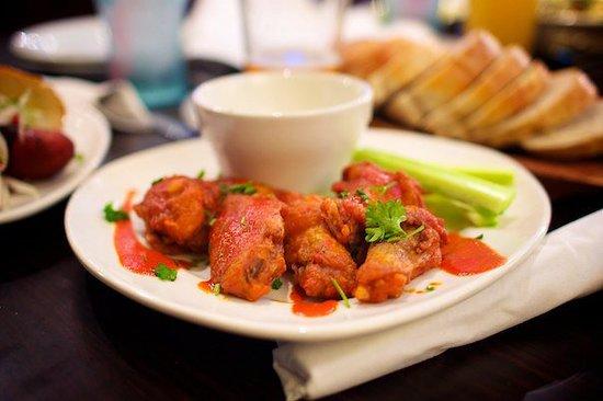 Lake Arrowhead Sports Grille: Wings!!!