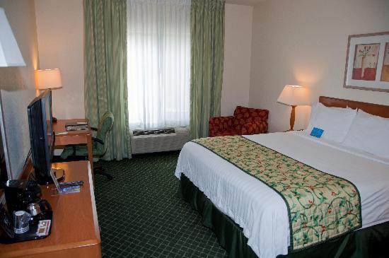 Fairfield Inn & Suites Temecula: Bedroom 2nd Floor