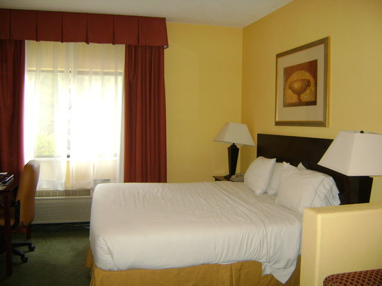 Holiday Inn Express & Suites Colorado Springs North: looks nice, but don't be fooled