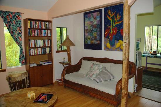 Art and Orchids: Living Room with tons of books and videos to enjoy.