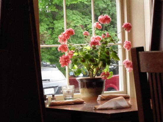 Newcastle Publick House (Maine), Window Table